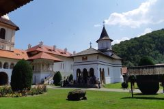 manastirea-brancoveanu-12-Custom